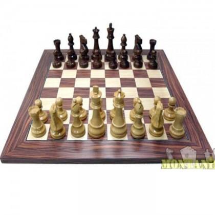 Base con scacchi abbinati, tutto realizzato in legno lavorato. 18395-18416