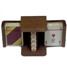 astuccio portacarte con 2 mazzi carte francesi e set dadi da poker.16041