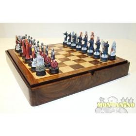 Base magnetica in legno massello con scacchi magnetici, in resina, dipinti a mano, mod. Guerrieri Nordici. Dimensi  oni 36,5 x 36,5 cm 18503