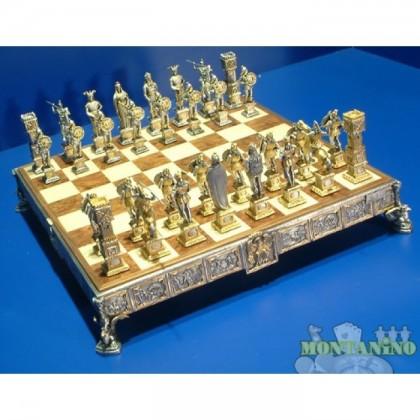 Preziosa scacchiera con base inRadica di Olmo e con scacchi bagnati in oro 24 K e argento 900, mod. Sigfrido K830rcs.    -18442-18443