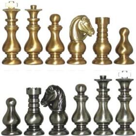 Serie di scacchi in ottone modello Cavalieri Medioevali.18167