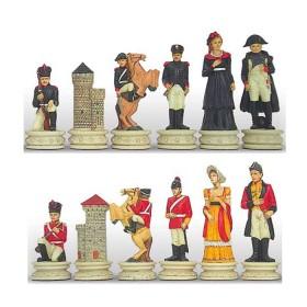 Set scacchi in resina dipinta a mano. Personaggi della battaglia di Waterloo, Napoleone contro Wellington.  Re altezza cm.12-18404-12